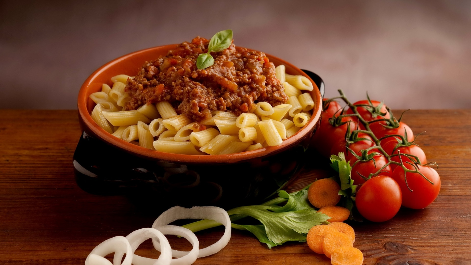 pasta_sauce_meat_vegetables_70961_1920x1080
